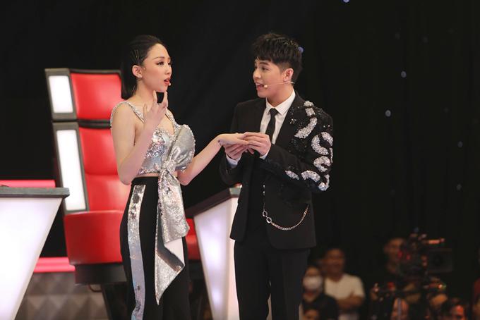 Hai huấn luyện viên Tóc Tiên và Noo Phước Thịnh trong tập 4 Giọng hát Việt 2018.