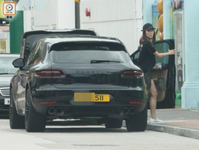 Trương Hy Văn di chuyển bằng chiếc xe hơi mới cóong vừa tậu hồi tháng 4.
