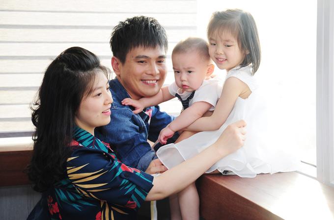 Con gái của Lâm Hùng 4 tuổi còn con trai mới hơn 1 tuổi.