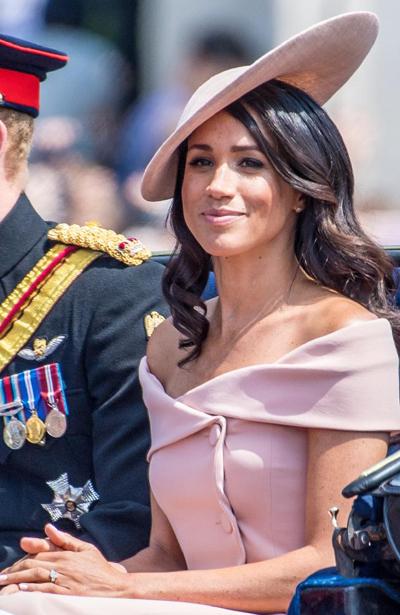 Vẻ đẹp hiện đại của Nữ công tước xứ Sussex được nhiều người dân Anh yêu thích. Ảnh: Mega.