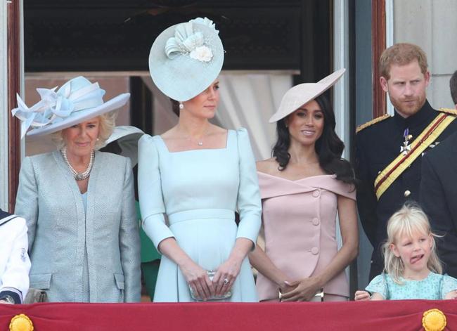 Meghan mang làn gió mới tới hoàng gia Anh trong trang phục táo bạo. Ảnh: PA.