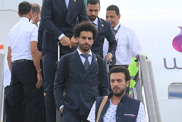 Sau buổi tập, tuyển Ai Cập đáp máy bay sang Nga chuẩn bị cho các trận đấu vòng bảng World Cup 2018. Ai Cậpsẽ mở màn bằng trận đấu gặp Uruguay vào ngày 15/6 trước khi chạm tránchủ nhà Nga (19/6) và Ả ập Xêút (25/6).
