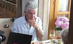 Đầu bếp Bourdain 'nỗ lực tự tử mỗi đêm' sau khi ly hôn vợ đầu