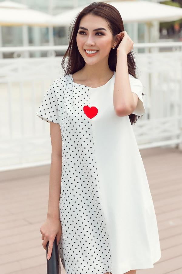 Bộ ảnh giới thiệu nhiều mẫu trang phục giúp bạn gái dễ dàng sử dụng khi đến văn phòng, đi dạo phố và tham gia tiệc nhẹ.