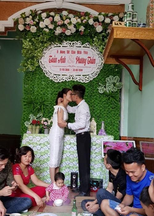 Anh Tuấn Anh tổ chức kỷ niệm ngày cưới chu đáo để làm vui lòng vợ.