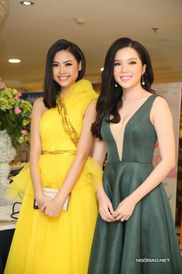 Hai người đẹp Đào Thị Hà và Huỳnh Thúy Vi đọ sắc cùng nhau. Sau cuộc thi năm 2016, các thí sinh vẫn giữ mối quan hệ thân thiết.