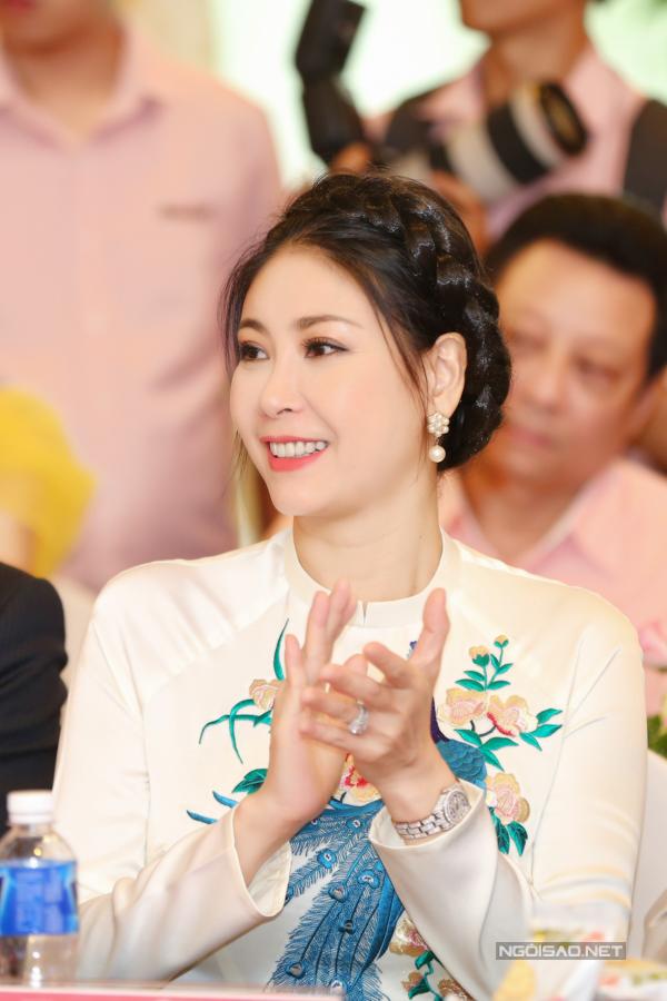 Ngồi ghế nóng cuộc thi Hoa hậu Việt Nam 2018, Hà Kiều Anh cảm thấy may mắnkhi được trở lại cảm giác bồi hồi, lo lắng của thí sinh  những cảm xúc từng trải qua thời thanh xuân.