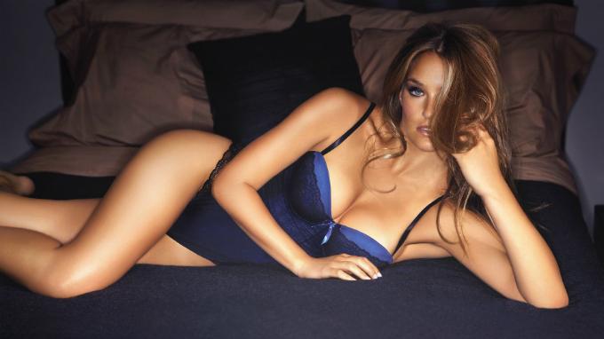 Siêu mẫu Israel là phụ nữ đẹp nhất hành tinh năm 2012. Ảnh: wallsdesk.