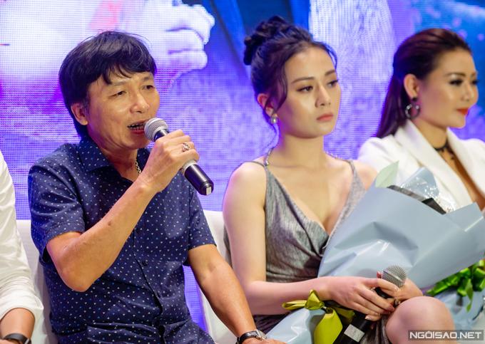 Đạo diễn Mai Hồng Phong tại buổi họp báo ra mắt phim Quỳnh búp bê.