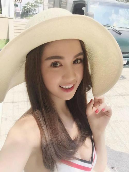 Ngọc Trinh tiết lộ bí quyết làm đẹp của mình suốt 5 năm nay vẫn là sử dụng loại kem làm trắng của thương hiệu mang tên cô.