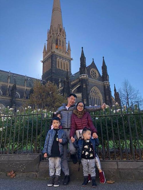 Cả gia đình Ốc Thanh Vân đã có mặt ở Melbourne (Australia) để bắt đầu chuyến du lịch hè thưởng cho các con.