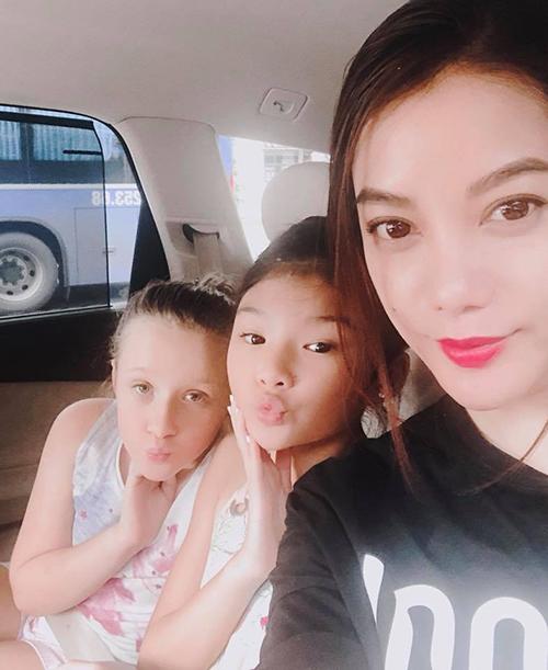 Trương Ngọc Ánh tranh thủ thời gian rảnh đầu tiên để đưa con gái đi chơi.