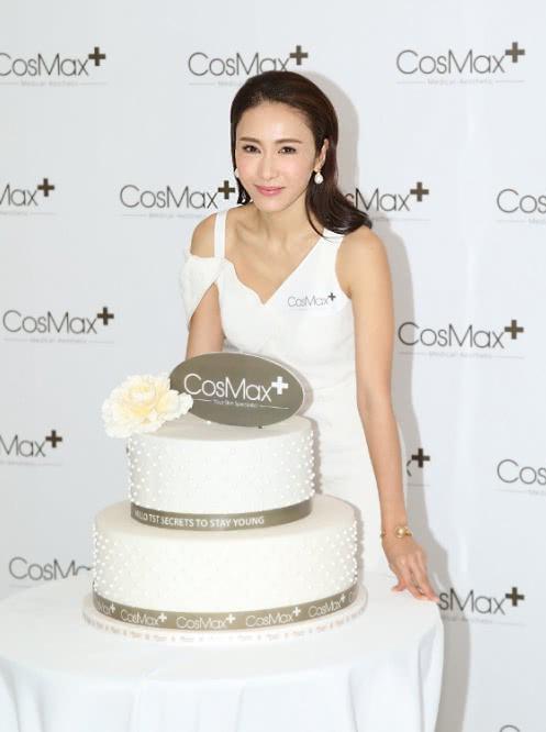 Chuyển hướng sự nghiệp từ diễn xuất sang kinh doanh, Lê Tư giành được nhiều thành công. Công ty CosMax mà cô là CEO đã lên sàn chứng khoán từ hồi đầu năm.
