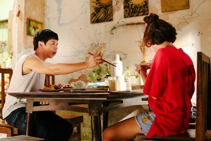 Nhân vật Hùng của Thái Hòa từng là nhà vô địch môn chạy bộ và hiện tại trông coi tiệm sách cũ. Trong gia đình, Hùng là người anh trai tuyệt vời, hết lòng chăm sóc em gái từ miếng ăn đến việc học hành, sở thích của em.