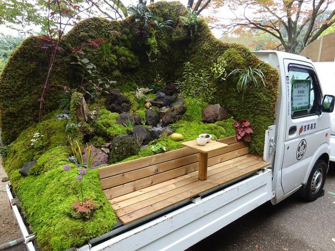 Khu vườn trong lành là nơi chủ nhân ngồi nhâm nhi tách cà phê.