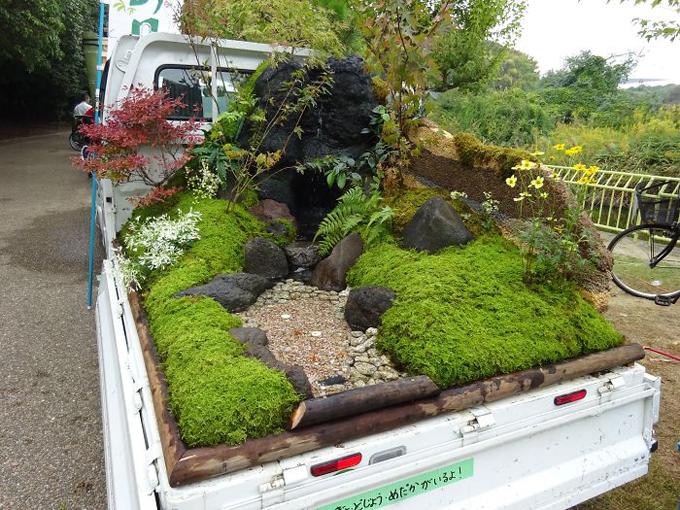 Nguyên liệu làm vườn của những người thợ đa phần đều không tốn kém, nhưng công sức họ bỏ ra lại khó có thể định giá.