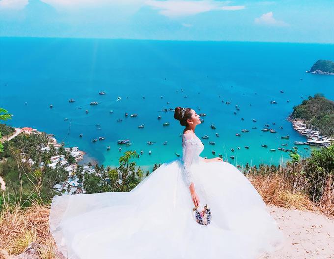 Hoa hậu Đặng Thu Thảo sắp lên xe hoa với ông xã hơn cô 5 tuổi. Trước hôn lễ, người đẹp quê Cần Thơ đến đảo Nam Du và Hòn Sơn của tỉnh Kiên Giang thực hiện album cưới.