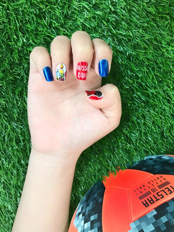 Hòa chung không khí đang nóng dần lên từng ngày, rất nhiều xu hướng làm đẹp lấy cảm hứng từ World Cup lên ngôi. Những mẫu nail mang theo tình yêu với bóng đá cũng trở nên phong phú và đa dạng hơn.