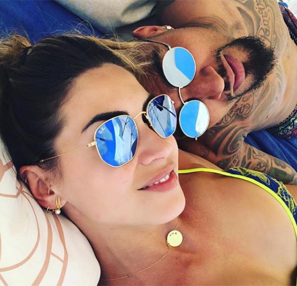 Trên trang cá nhân, Melissa khoe ảnh selfie tình cảm với Boateng trong kỳ nghỉ.