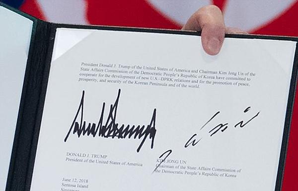 Chữ ký được ví như tên lửa bay của Kim Jong-un. Ảnh: AFP.