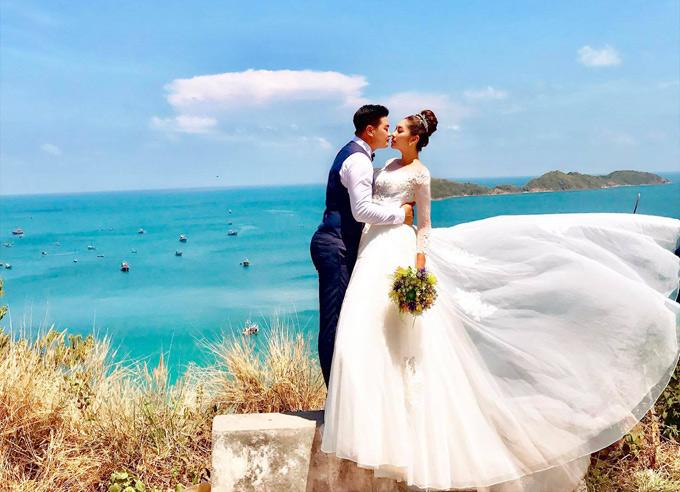 Ảnh cưới của Hoa hậu Đại dương 2014 và chồng doanh nhân.