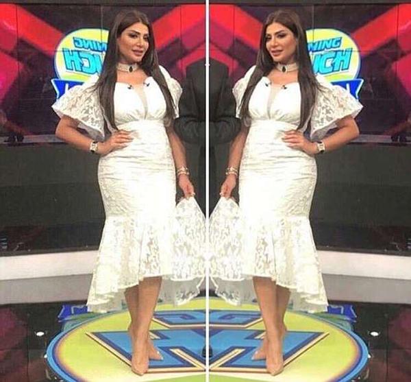 Chiếc váy ren của nữ MC bị khán giảphản đối khi chương trình phát sóng trong tháng Ramadan. Ảnh: Twitter.