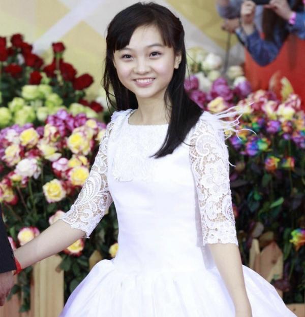 Nhan sắc trưởng thành của Lâm Diệu Khả đã mất đi nhiều nét đẹp hồi bé.