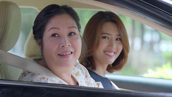 NSND Hồng Vân vào vai bà Mai, Thúy Ngân vào vai Hân trong phim Gạo nếp gạo tẻ.