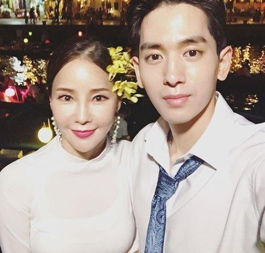 Đôi uyên ương Hàn chụp ảnh cưới tại Đà Nẵng.