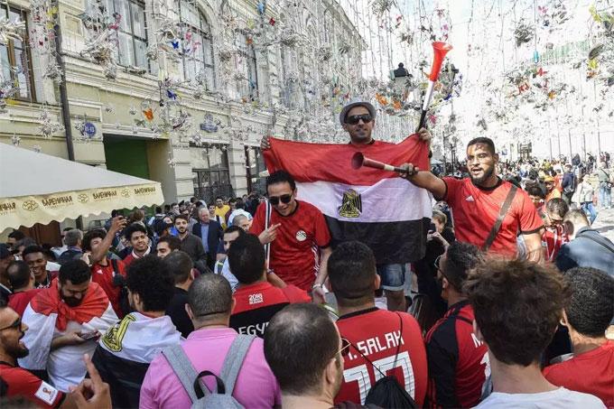 Người hâm mộ Ai Cập cầu nguyện cho Salah sớm bình phục chấn thương để kịp dự trận khai màn gặp Uruguay.