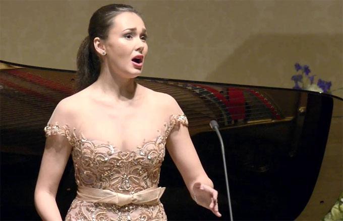 Aida Garifullina thường cộng tác với nhiều đoàn opera có tiếng tại Châu Âu.
