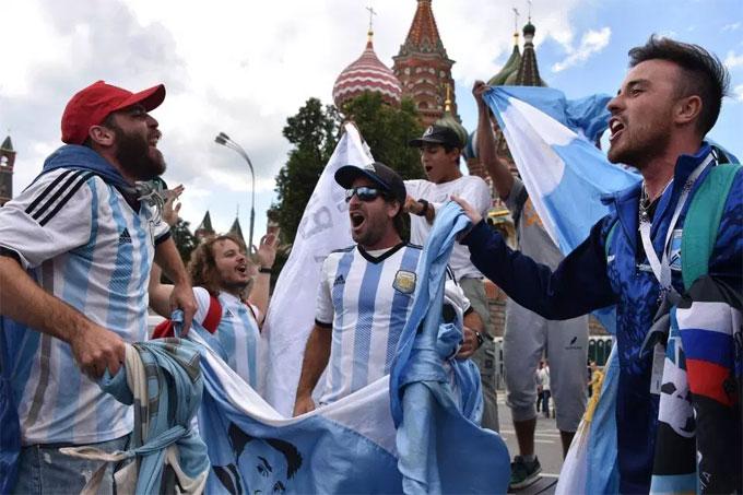 Người yêu bóng đá Argentina luôn sôi động, mang đậm phong cách Nam Mỹ.