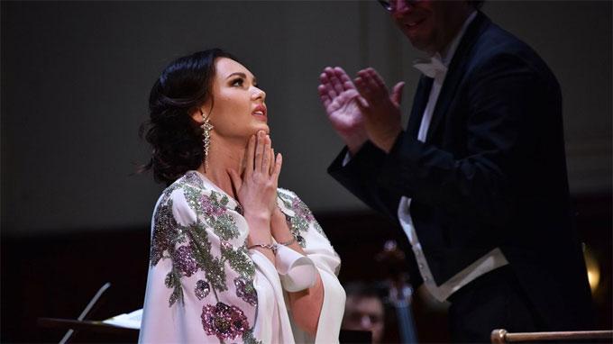 Có 500 nghệ sĩ Nga được huy động để cùng tập luyện cho sự kiện khai mạc, trong số này có nhiều vũ công và VĐVthể dục nghệ thuật.