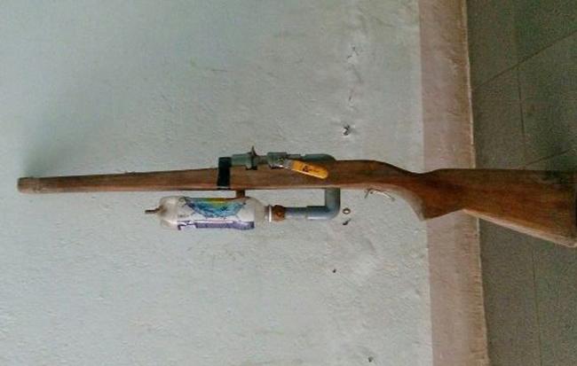 Chiếc súng em Sỹ tự chế. Ảnh: C.A.
