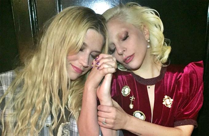 Luke cho rằng, Kesha đã gửi tin nhắn cho Lady Gaga, vu khống anh tấn công tình dục với cô và Katy Perry.