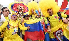 CĐV các nước rực rỡ sắc màu, gây huyên náo đường phố Nga
