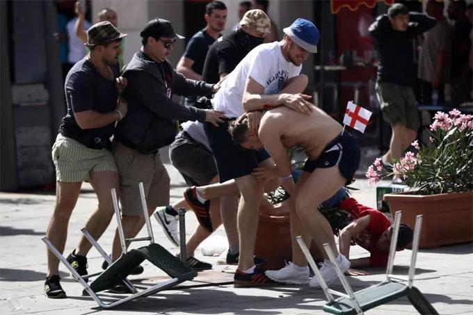Hooligan hung dữ nhất nước Nga ngoan trước World Cup - 1