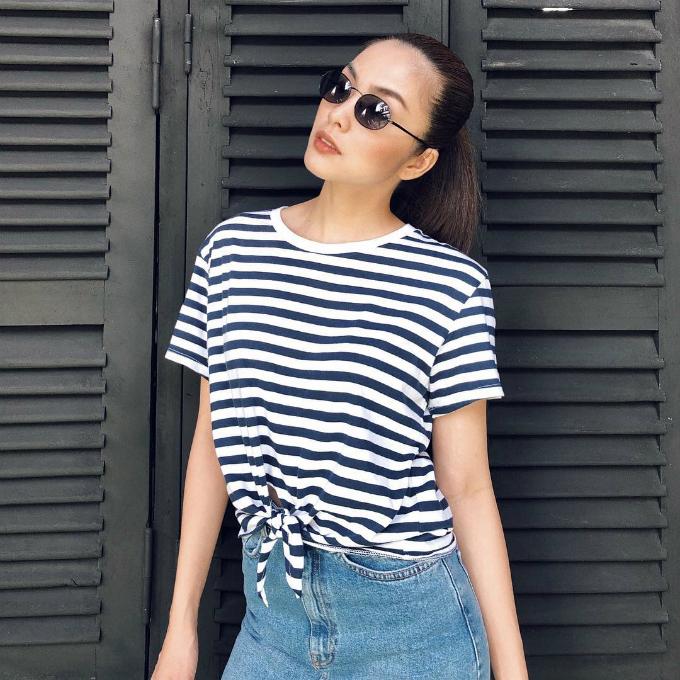 Ngọc nữ trung thành với style vừa đơn giản vừa năng động với áo pull, quần jeans.