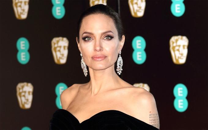 Jolie cho rằng văn bản trích dẫn trên báo hôm 12/6 gây hiểm lầm cho mọi người.