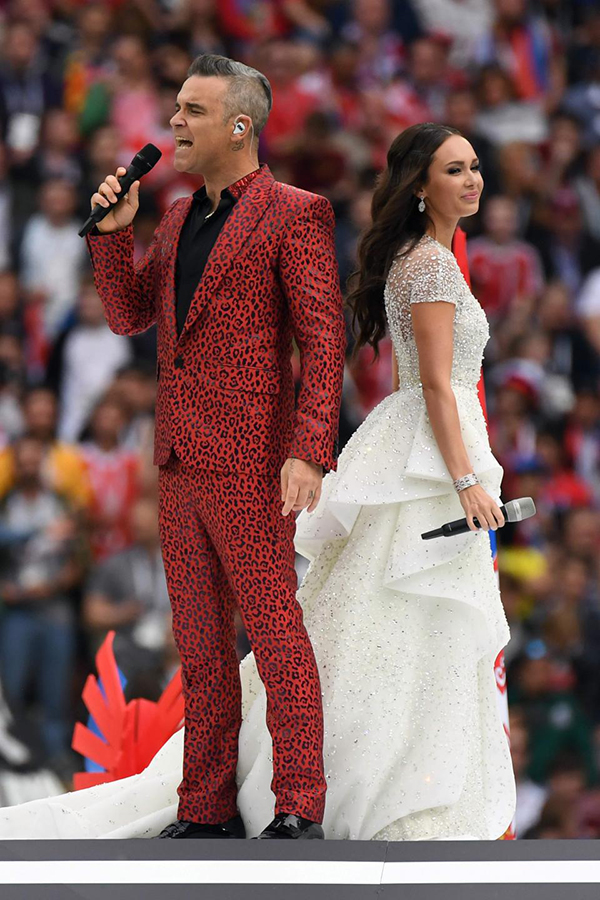 Robbie Williams song ca cùng Aida Garifullina.