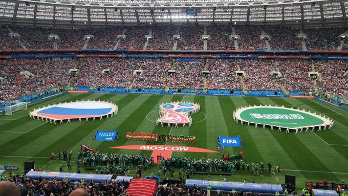 Ngay sau bài phát biểu của Tổng thống Nga Putin, hai đội Nga và Ảrập Xêút ra sân chuẩn bị bắt đầu trận đấu.