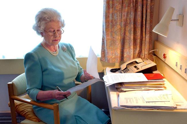 Bên trong đoàn tàu sang trọng của Nữ hoàng Anh - 3