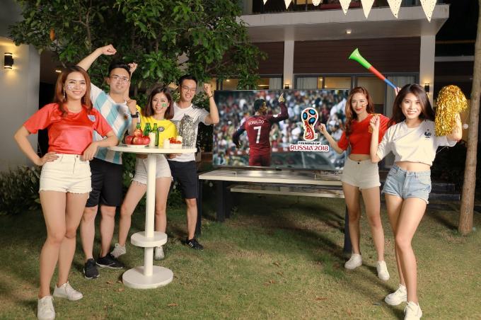 Bữa tiệc ngoài trời với bạn bè cũng là cách để giới trẻ hưởng ứng World Cup.