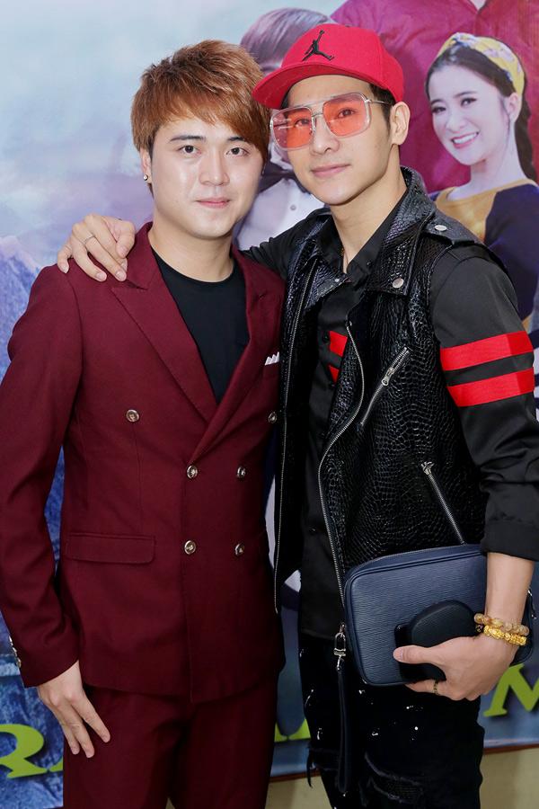 Ca sĩ Chu Bin ủng hộ đồng nghiệp ra sản phẩm mới sau hơn một năm vắng bóng trên sân khấu ca nhạc.