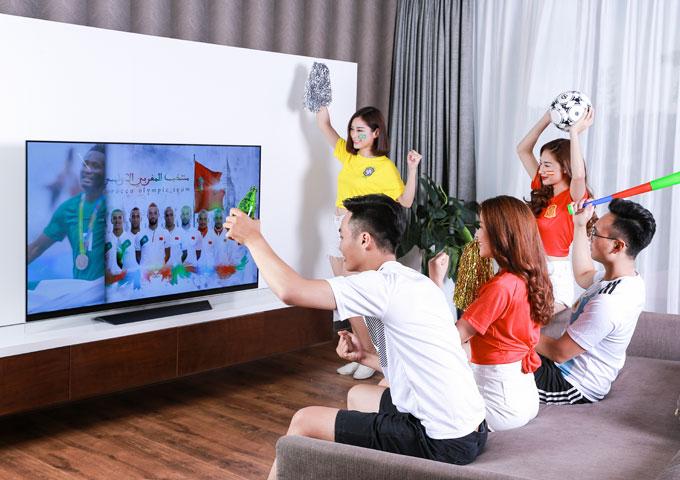 TV màn hình lớn sẽ giúp các fan của quả bóng tròn thỏa sức với đam mê.