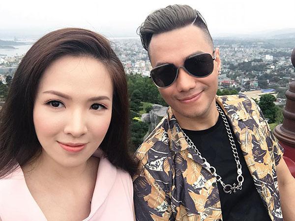 Đan Lê vui vẻ chụp hình kỷ niệm với bạn diễn Việt Anh tại hậu trường của Người phán xử tiền truyện. Phim được bấm máy từ tháng 4/2018, do Khải Anh làm đạo diễn.