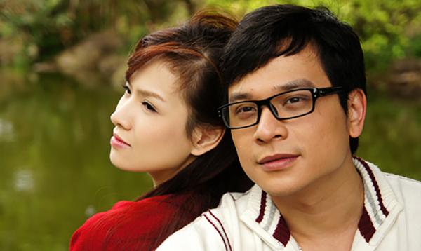 Trong phim Ba đám cưới một đời chồng, Đan Lê vào vai Ái Vân - một cô gái đa đoan, gặp nhiều trắc trở trong tình yêu. Thời điểm đóng phim này, cô vừa sinh con trai đầu lòng được 3 tháng. Nữ diễn viên đóng cặp với Danh Tùng.