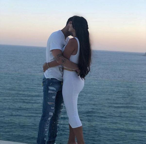 Fabregas liên tục hôn đắm đuối vợ mới cưới trong kỳ nghỉ - 8