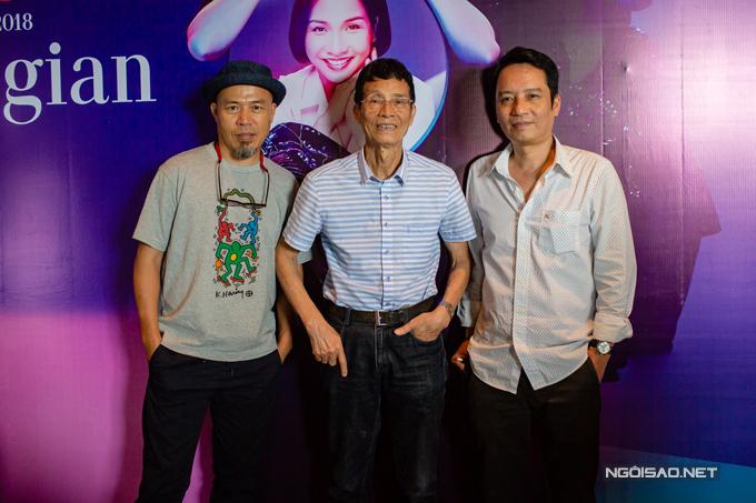 Nhạc sĩ Trương Ngọc Ninh, bố đẻ của nhạc sĩ Anh Quân đến chúc mừng các con vào sáng nay.