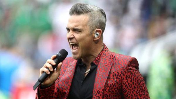 Robbie Williams có thể bị bắt vì cử chỉ tục tĩu